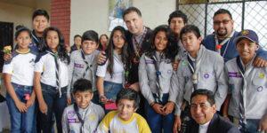 El lider de los Salesianos comparte con los Scouts de Macas